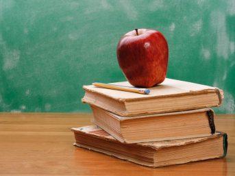 Αυστηρές συστάσεις προς εκπαιδευτικούς: Πειθαρχικές και ποινικές ευθύνες όσοι προωθούν ξενοφοβικές συμπεριφορές